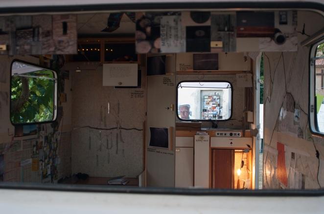 la-caravane-curieuse-inside